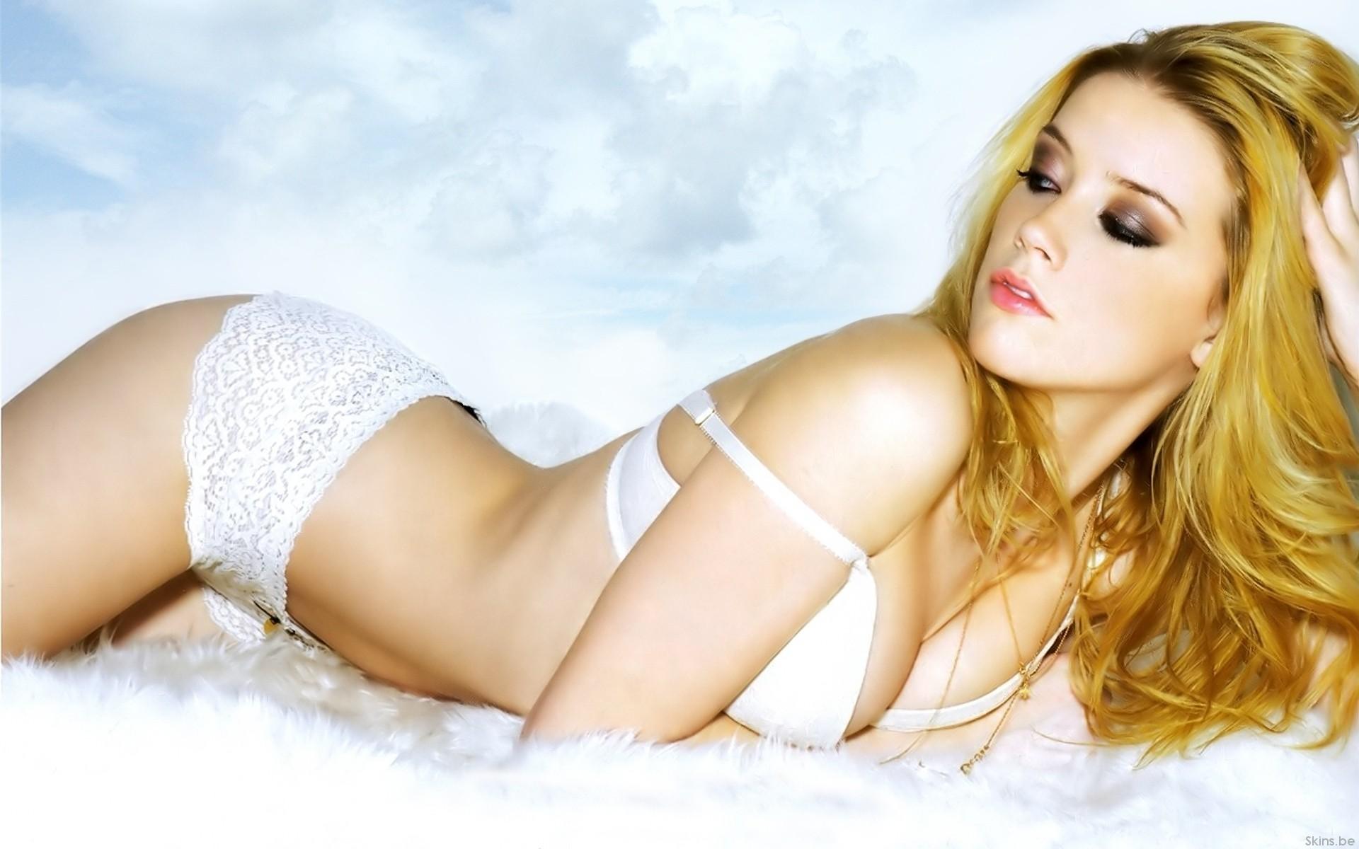 Amber Heard Hot Nude amber heard - all the boys love mandy lane, bisexual