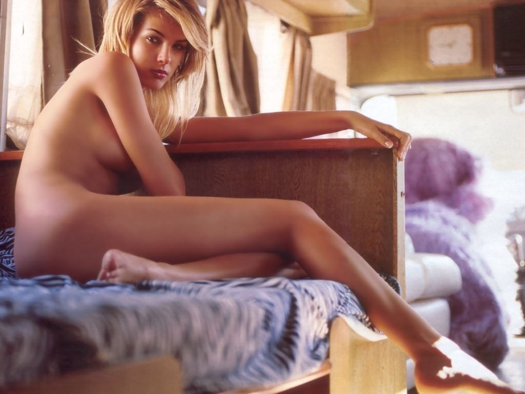 Ana Lucia Nude ana hickmann - the model with the longest legs - zazzybabes