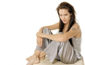Angelina Jolie - Picture 32 - 1024x768
