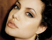 Angelina Jolie - Picture 25 - 1024x768