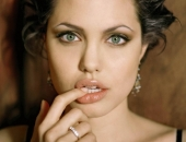 Angelina Jolie - Picture 14 - 1024x768