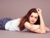 Anne Hathaway - Wallpapers - Picture 27 - 1024x768