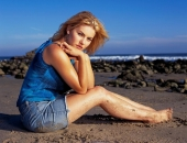Elisha Cuthbert - Picture 42 - 1024x768