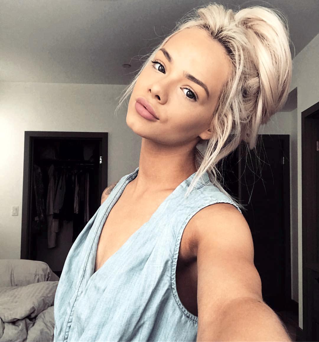 Who is petite blonde similar to elsa jean