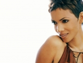 Halle Berry - Wallpapers - Picture 35 - 1024x768