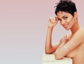 Halle Berry - Wallpapers - Picture 66 - 1024x768