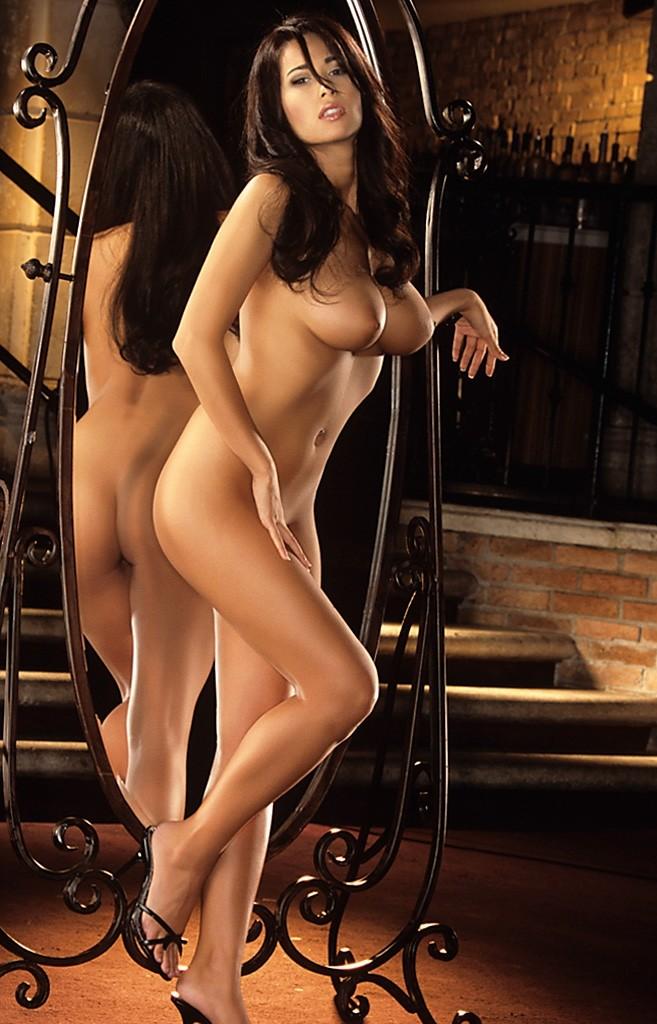 Sexy selena gomez tits