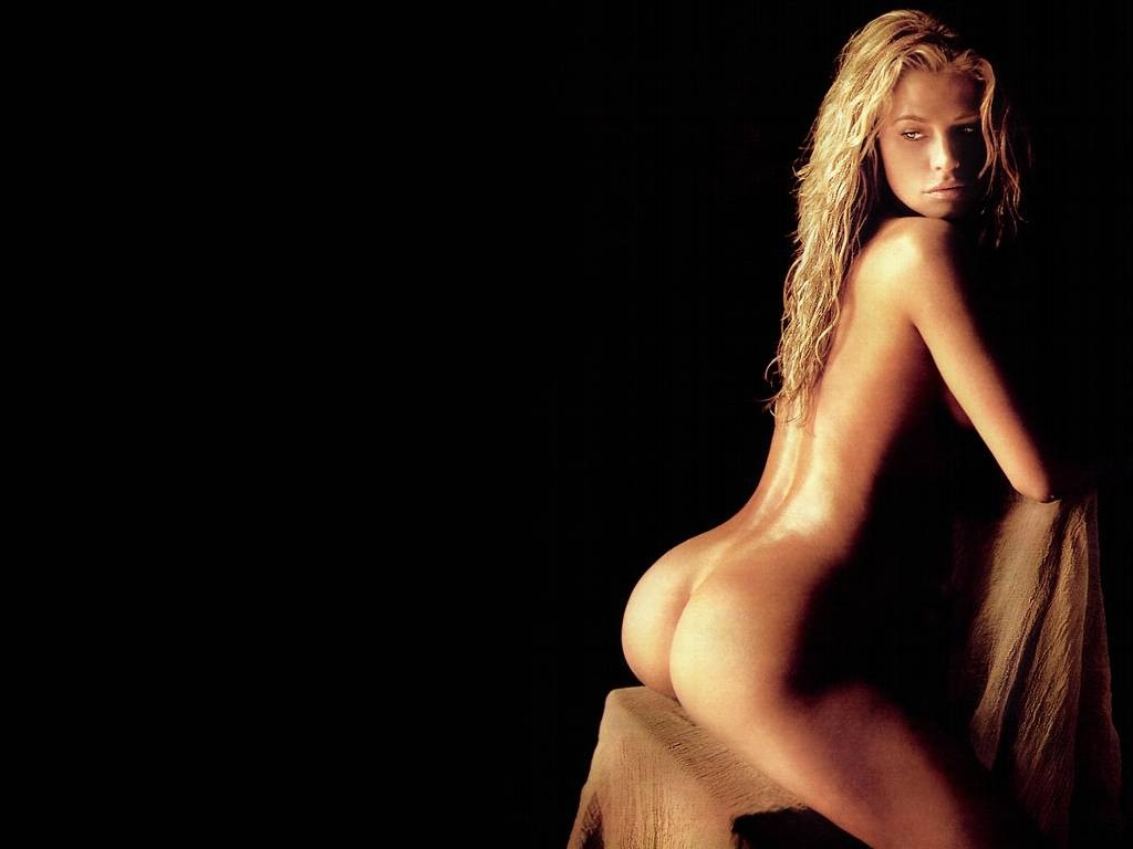free kristy swanson nude pictures