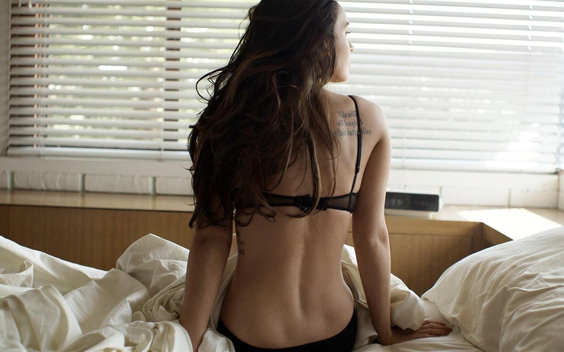 Фото красивых девушки брюнеток со спины 16 фотография