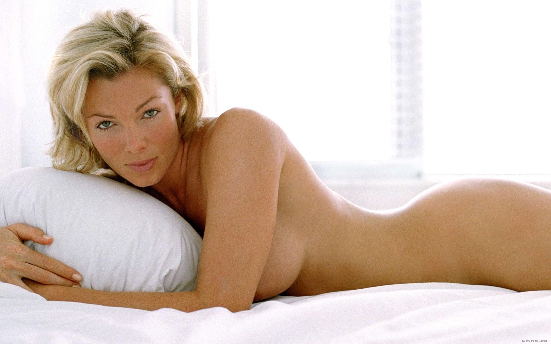 Nell McAndrew  nackt