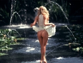 Pamela Anderson - Picture 26 - 720x486