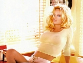 Pamela Anderson - Picture 180 - 540x807