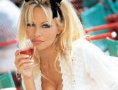 Pamela Anderson - Picture 111 - 541x800