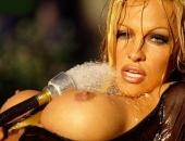 Pamela Anderson - Picture 133 - 800x538