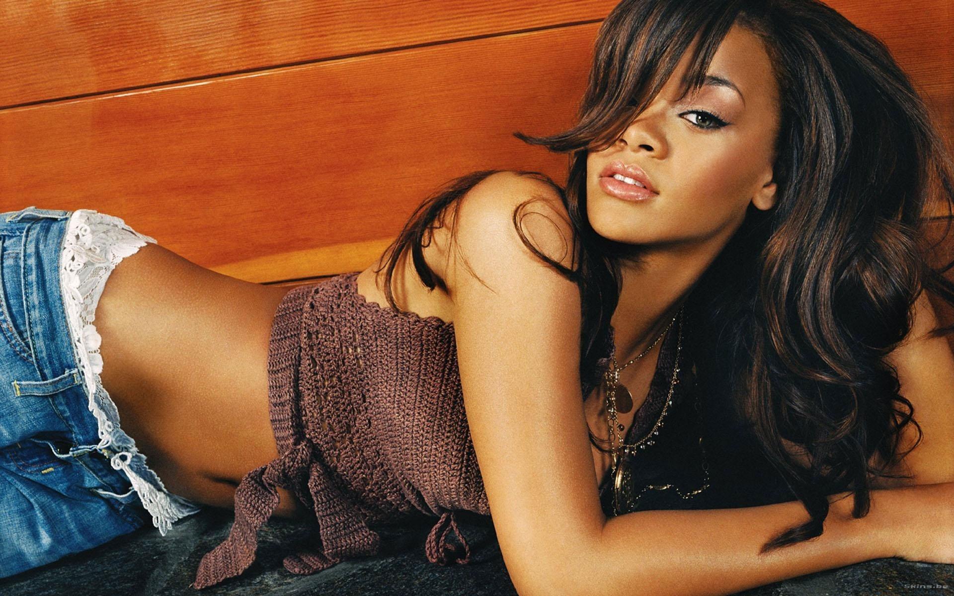 Rihanna's sexy bikini body